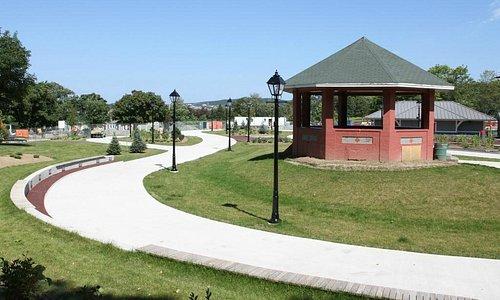 'The Loop' - Bannerman Park Skating Loop & Bandstand
