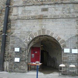 Entrée de l'abri côté porte de Tourville