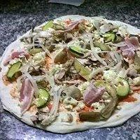 Pizza in preparazione