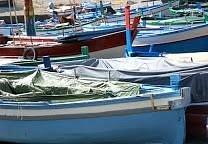 il porticciolo di S.Maria la Scala con le barche in secca.