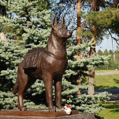 Памятник собакам-подрывникам - истребителям танков