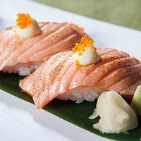 aburi salmon nigiri
