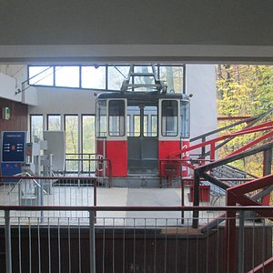 Cable car waiting at the foot of the hill