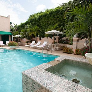 The Pool at The Chesterfield Palm Beach