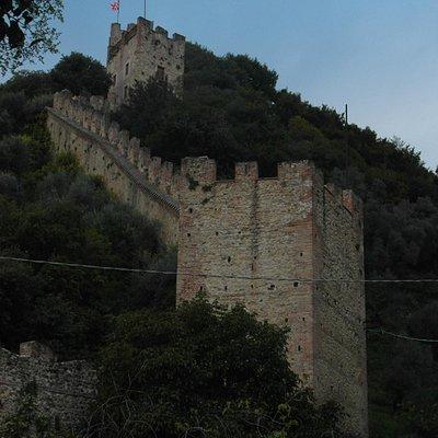 Le mura dal sentiero