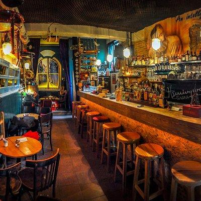 Hemingway bar Tirana