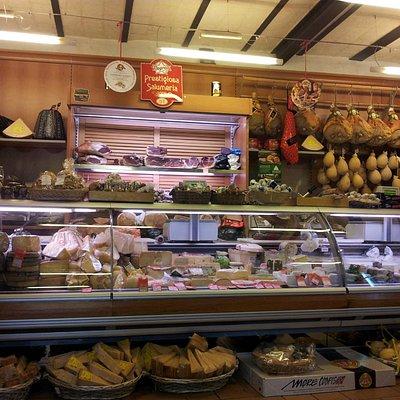 Salumi e formaggi nazionali e internazionali