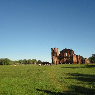 O espetáculo ocorre a noite nas ruínas.