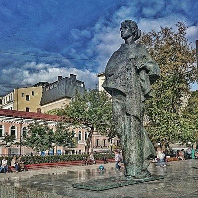 Памятник Крупской на Сретенском бульваре