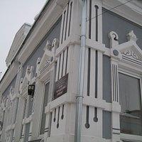 """Дом усадьбы 1906 года постройки, где находится музей """"Городецкий пряник"""" тоже затейлив и красив."""
