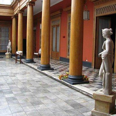 Patio  de ingreso Palacio