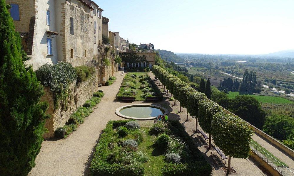 Castle's Garden..!