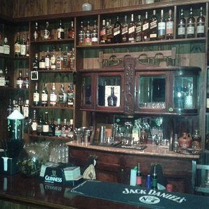Planta Alta Clarke's Whiskey Bar