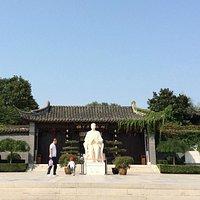 Mei Lanfang statue