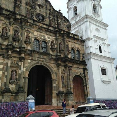Overview of the facade of the Panama's Cathedral