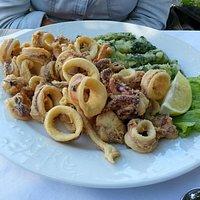 Frittura di calamari con biete