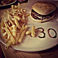 Doppio Hamburger e Patatine Fritte
