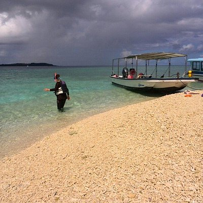 船で1~2分ほどでバラス島到着です