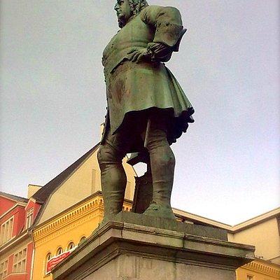 Handel Monument, Halle