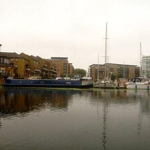 Harbourmaster's office on the left, across the lock