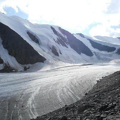 Язык ледника Актру