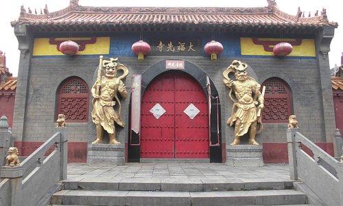 寺院の正門