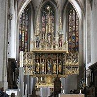 à l'intérieur de l'église