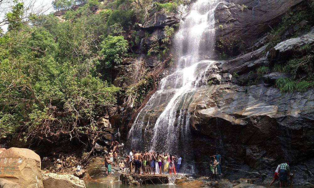 Kutladampatti waterfalls long view