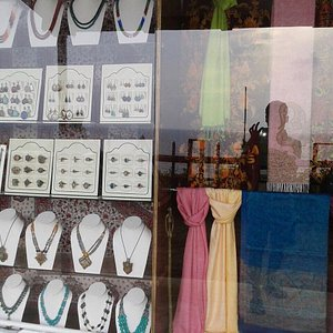 We welcome you  We deals with gems and jewellary  pashmina shawls brass carpets rugs and all ki