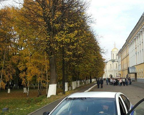 """Музейный комплекс """"Палаты"""",где расположена картинная галерея.  Дмитриевский собор."""