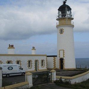 The former lighthouse at Tiumpan Head