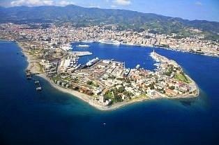 """Messina col suo porto naturale, detto """"la falce""""."""