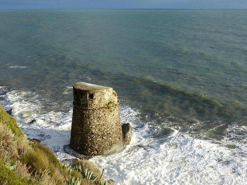 Seeseitig ein schützender Fels als Bollwerk