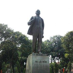 Дедушка Ленин - был, есть и будет! даже во Вьетнаме)))