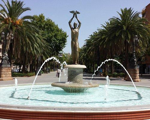 """Fuente de la Constitución (""""Fuente de la Paloma""""). Entrada al Paseo"""