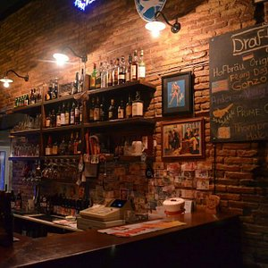 Brewfellas bar counter.