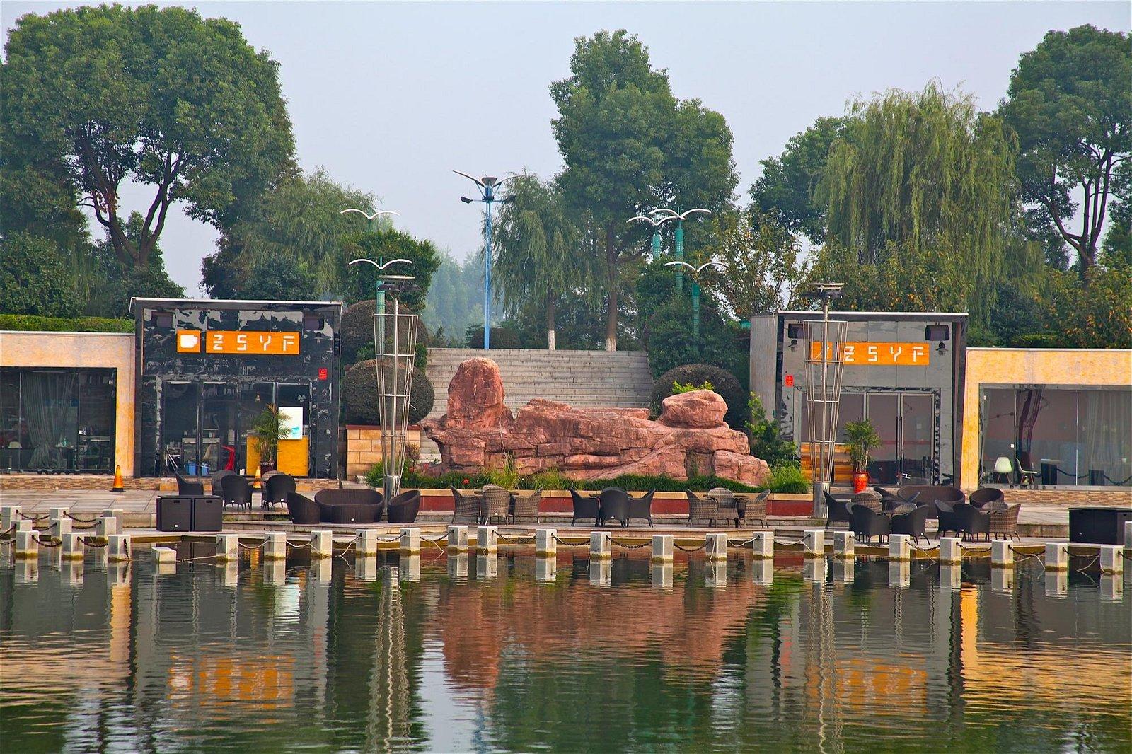 scenery at liuye lake park
