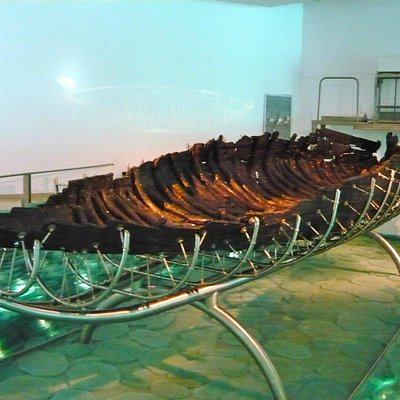 the ancient boat....  wow!