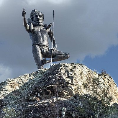 This magnificent statue stands sentinel over the gorge