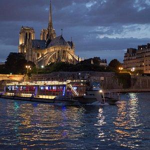 Bateaux Parisiens - new trimaran + Notre Dame by night (JP Salle)