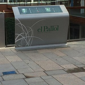 Shopping mall within walking distance of the Gaudi Centre