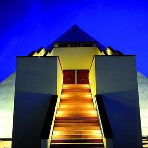 Ausstellungs-Pyramide im Galileo-Park