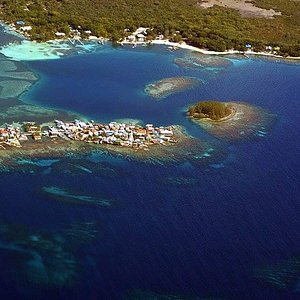 Beautiful aerial shot of the cays and Utila's south shore