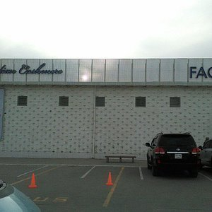 Фирменный магазин при фабрике.