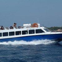 Gili Getaway cruises at 28 knots
