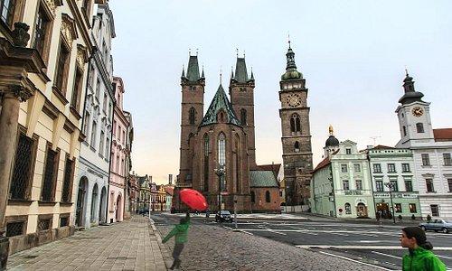 Велки Намнести: церковь Св. Духа, Белая башня и Радница