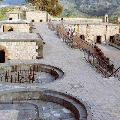 Forte San Jachiddu, Messina. Le basi sulle quali poggiavano i cannoni.