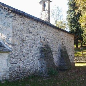 Gozzano  - Madonna di Luzzara - retro della chiesetta