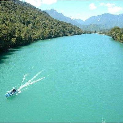 Rio Puelo X región se puede ver en tour Carretera Austral Lago Tagua - Tagua