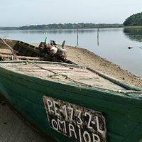 Barque dans la lagune